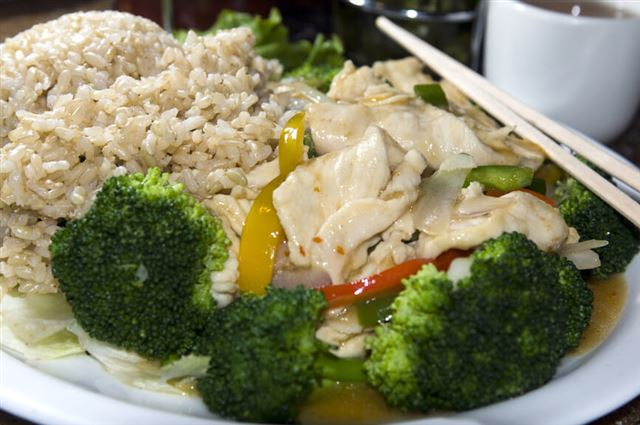 vietnamese food spicy chicken white meat steamed broccoli