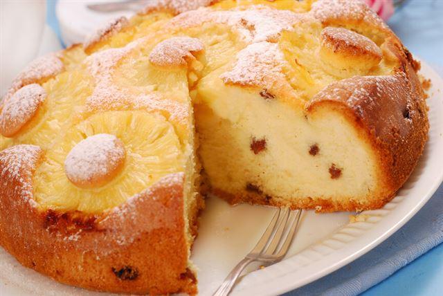 pineapple cake with raisins