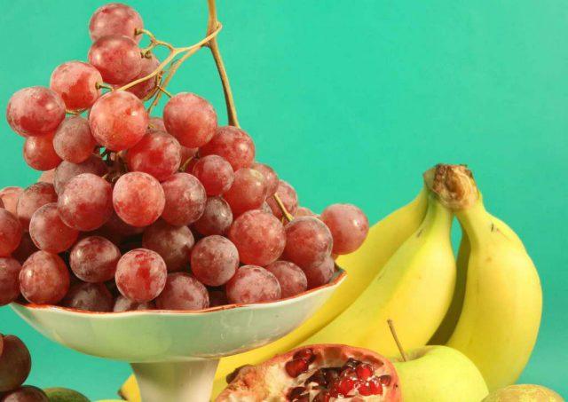 Бананы и виноград