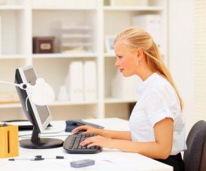 На работе за компьютером