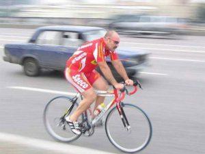 Проезжать велосипедисты