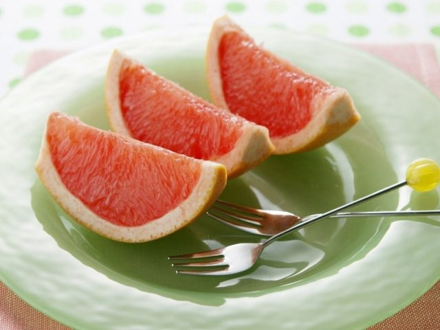 Есть грейпфрут