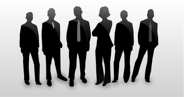 Группа специалистов