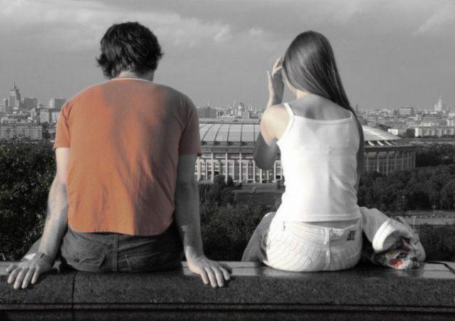 Парень влюблен