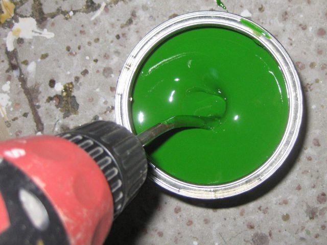 Смешивать краску шуруповертом