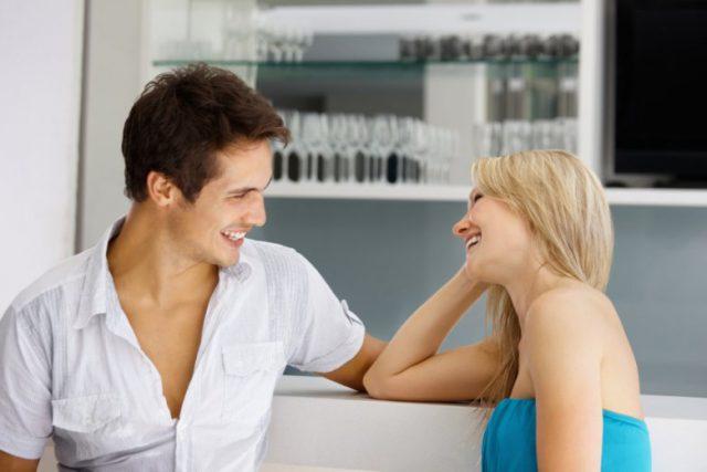 Общаться с девушкой
