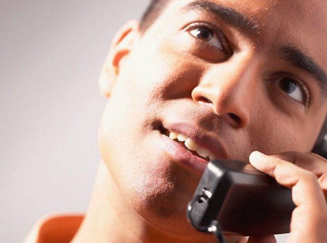 Общаться с девушкой по телефону