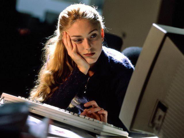 Общаться с девушкой в интернете