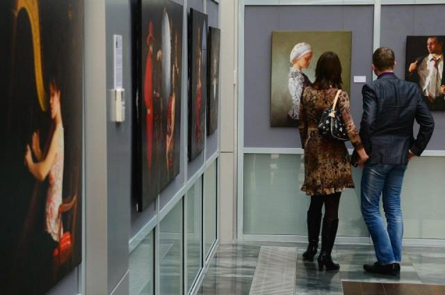 Пара на выставке