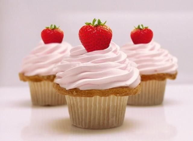 health-fitness-2014-06-healthy-skinny-cupcake-recipe-main