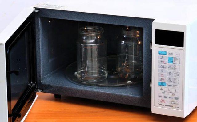 Как стерилизовать банки в микроволновке